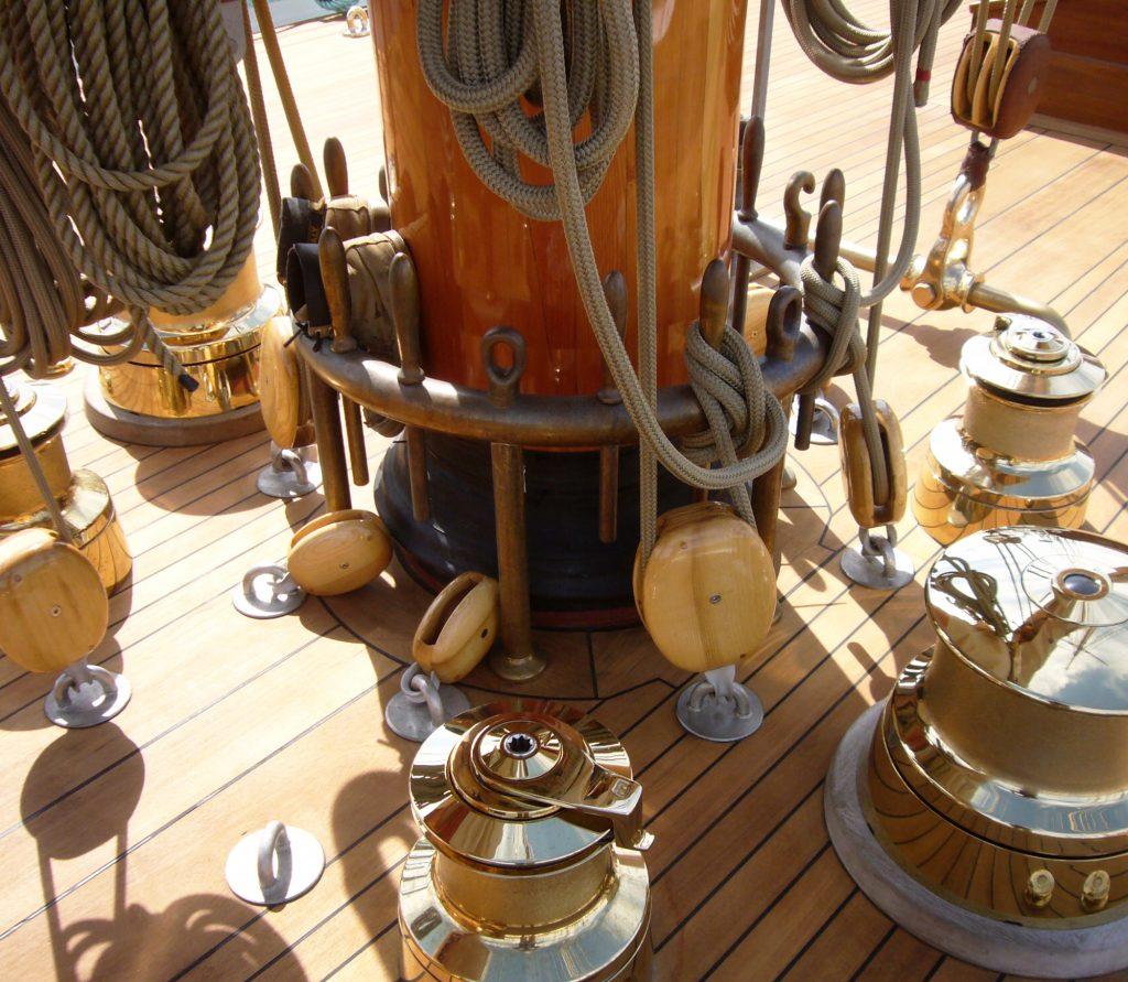 Mast Round Pinrails